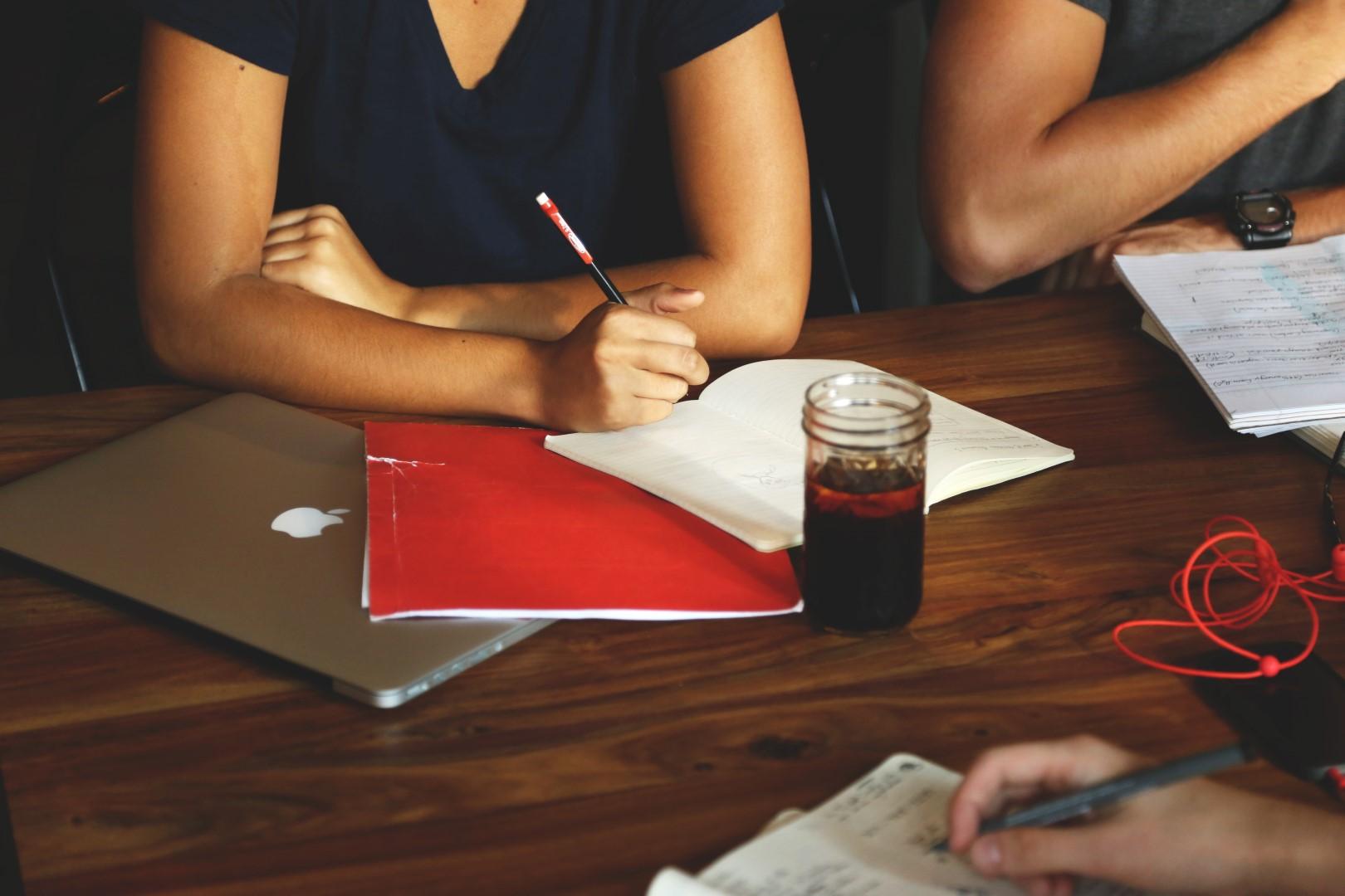 Conheça a importância da empresa júnior no desenvolvimento do jovem universitário